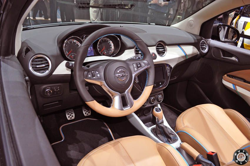 opel adam rocks салон