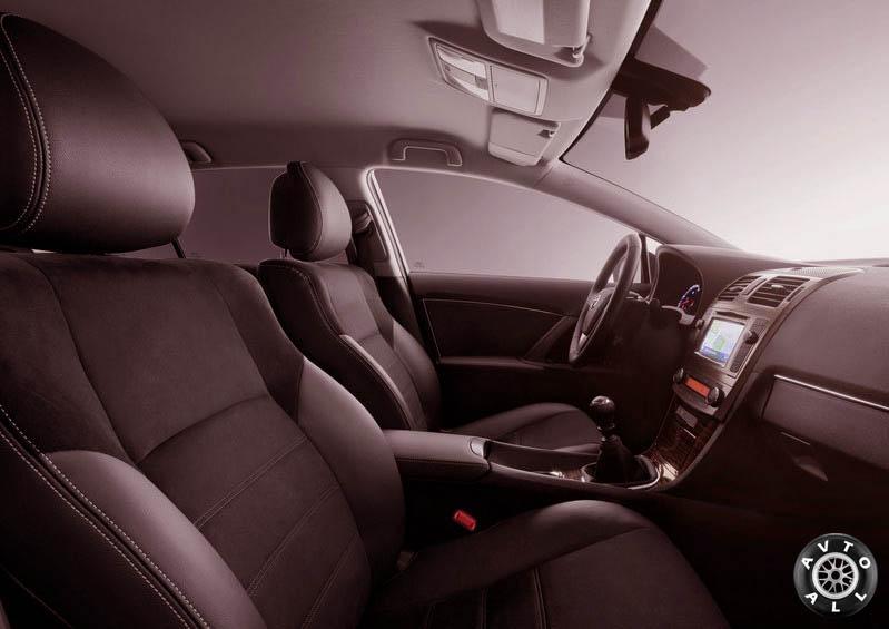 Тойота Авенсис 2013 салон