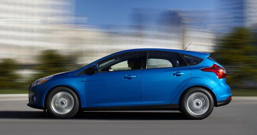 Синий Форд Фокус 3 универсал