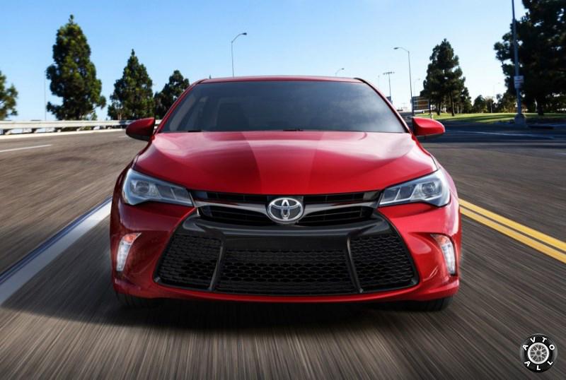 Toyota Camry 2015 года