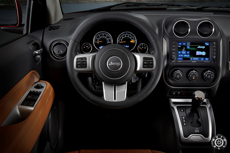 Салон Jeep Compass рестайлинг 2014