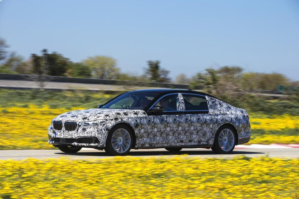 """""""Семерка"""" BMW будет парковаться самостоятельно"""