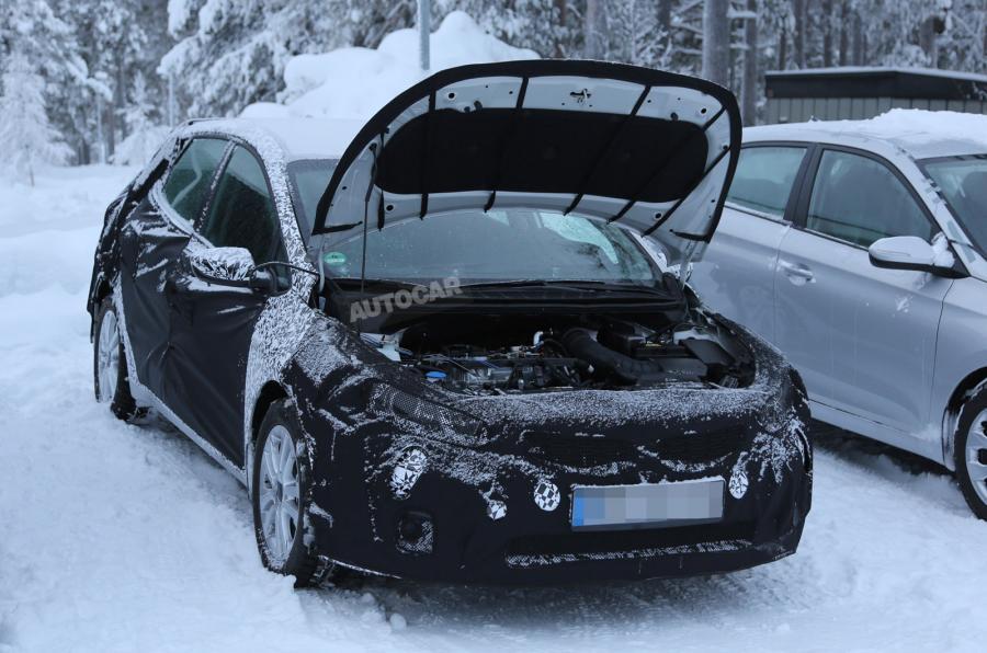"""Kia Motors испытывает новую модель """"Сида"""""""