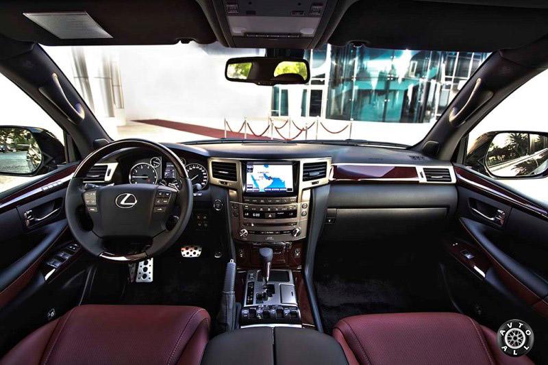 Интерьер автомобиля Lexus LX570