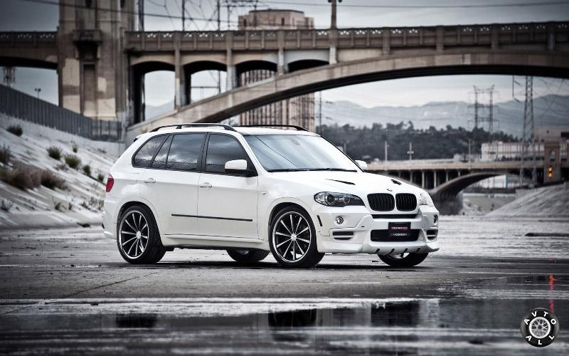 Немецкий автомобиль BMW белый