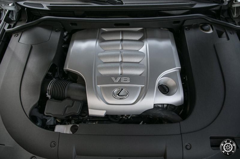 Внутренне оснащение Lexus LX570