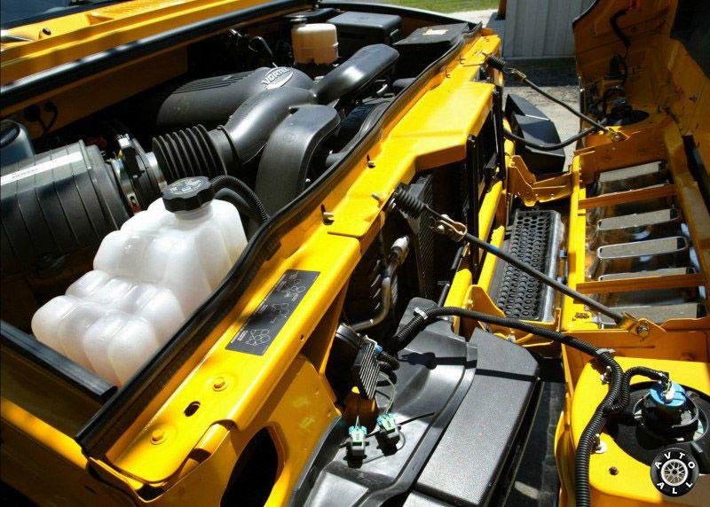 Двигатель внедорожника Hummer H2 2004 года