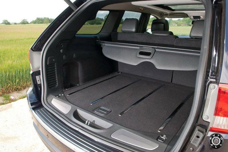 Джип grand cherokee 2010 года багажник