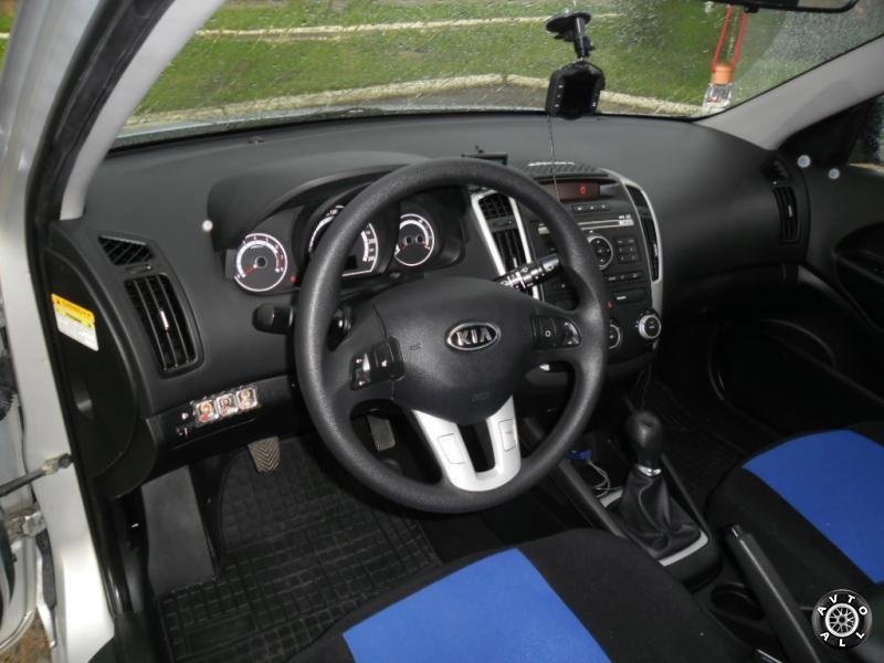 Kia Ceed 2010 года рулевое колесо