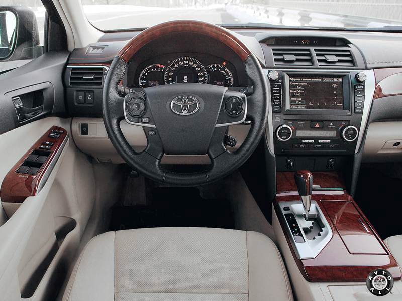 Toyota Camry 2010 салон автомобиля
