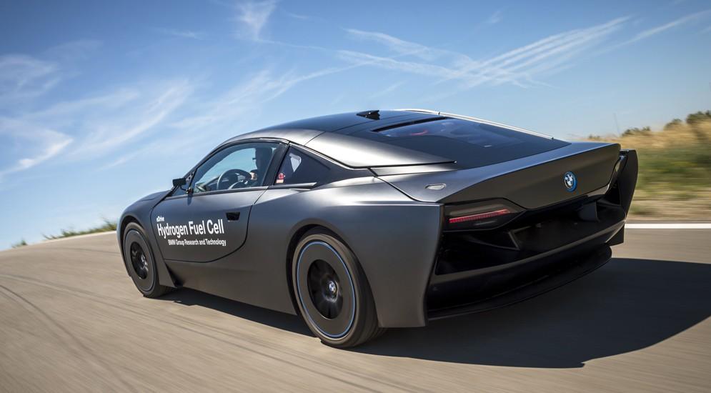 BMW вовсю экспериментирует с водородными двигателями