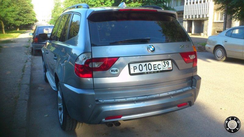 BMW X3 вид сзади фонари