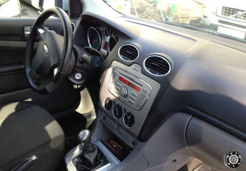 Ford Focus 2009 года салон