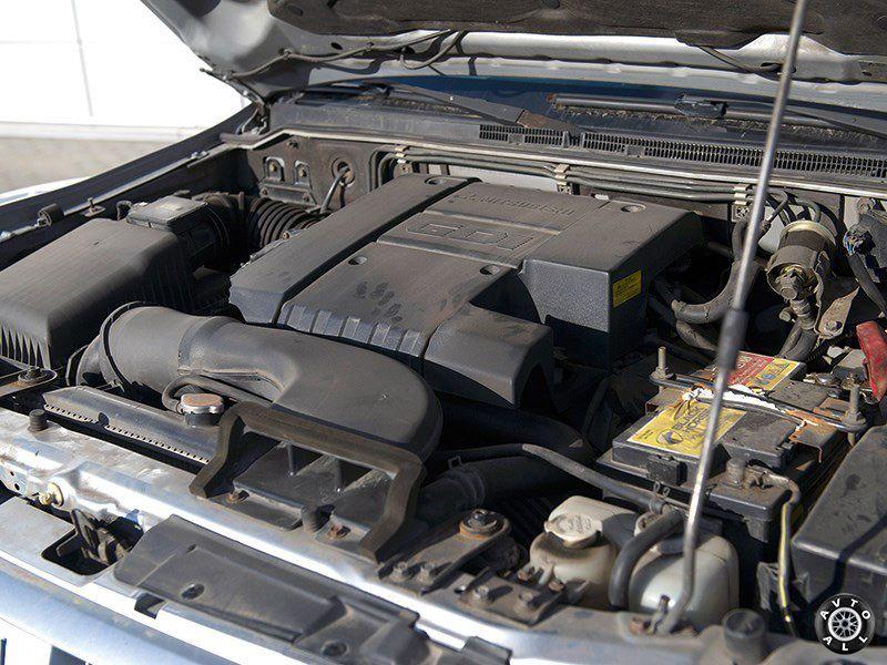 Мотор внедорожника Mitsubishi Pajero 3 с пробегом