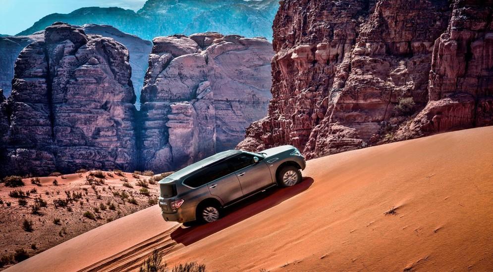 """Nissan Patrol под занавес карьеры """"въехал"""" в книгу Гиннесса дважды"""