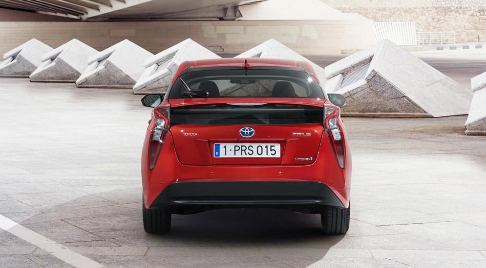 Toyota Prius IV: гибриды атакуют