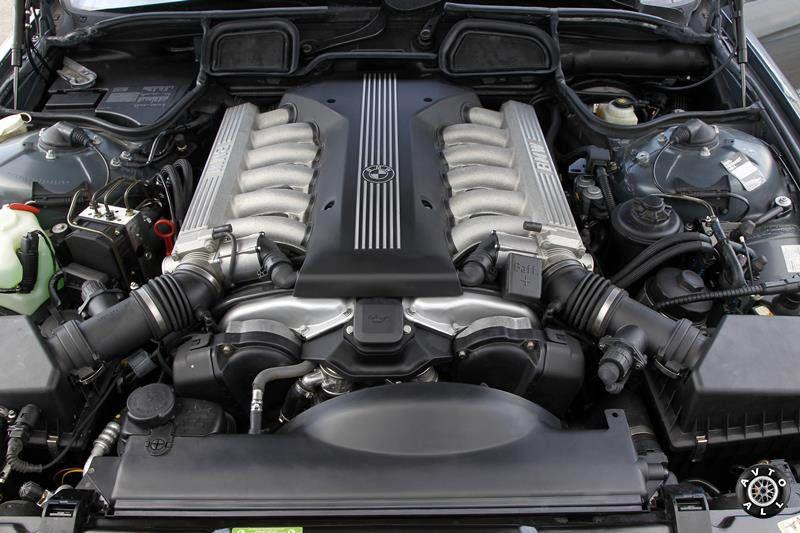 Подержанный BMW 7 E38 фото двигателя