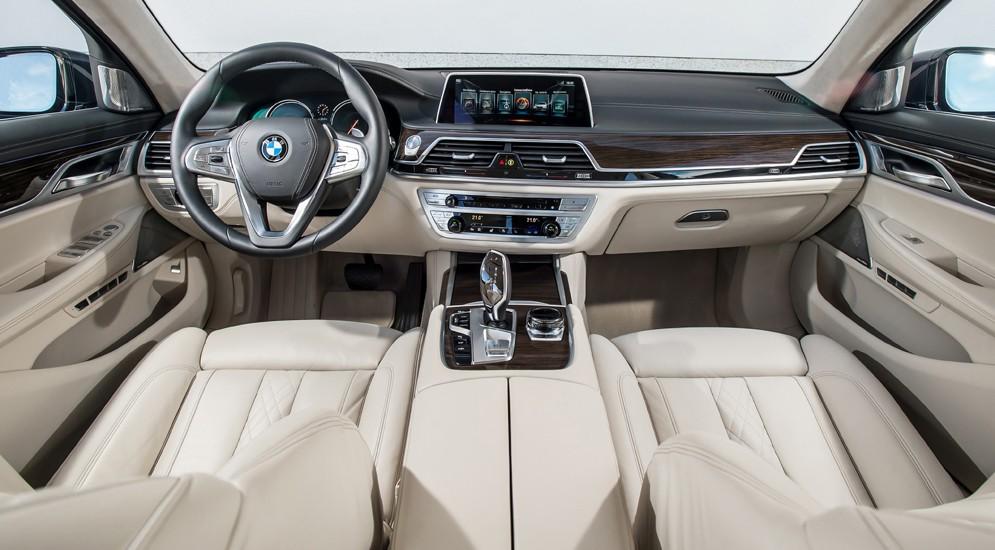 """Автоторовские """"семерки"""" BMW поступили к дилерам"""