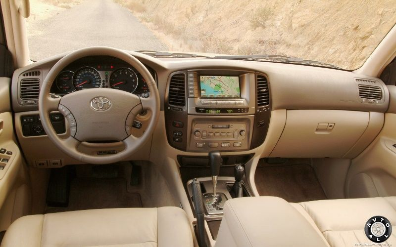 Toyota Land Cruiser 100 фото из салона