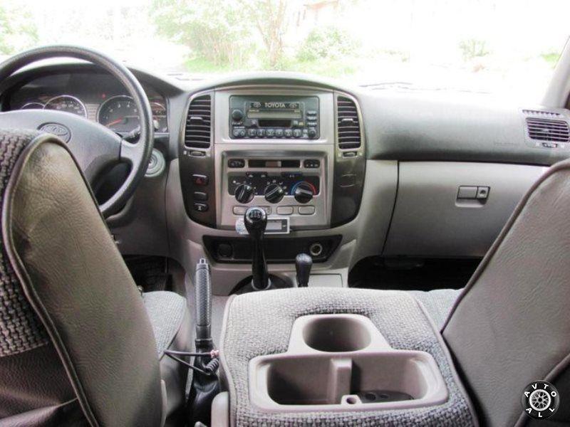 Toyota Land Cruiser 105 салон подержанного авто