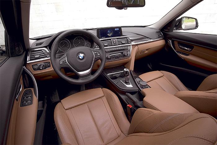 BMW 328i салон