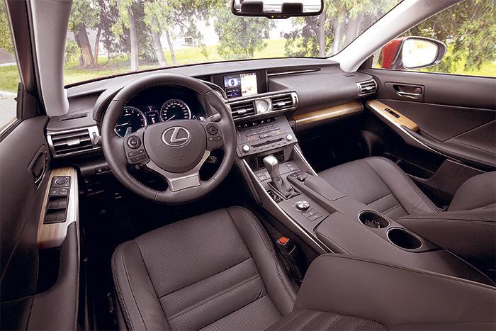 Lexus салон