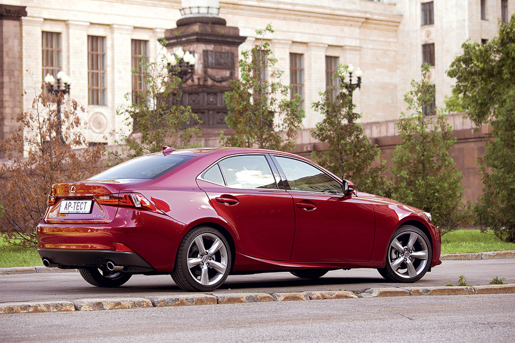 новый Lexus IS 250