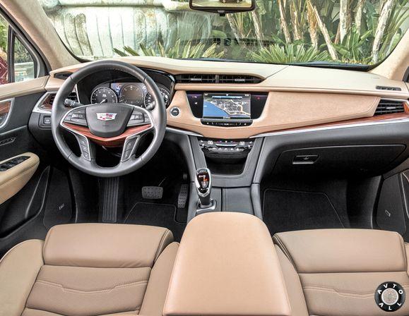 салон Cadillac XT5