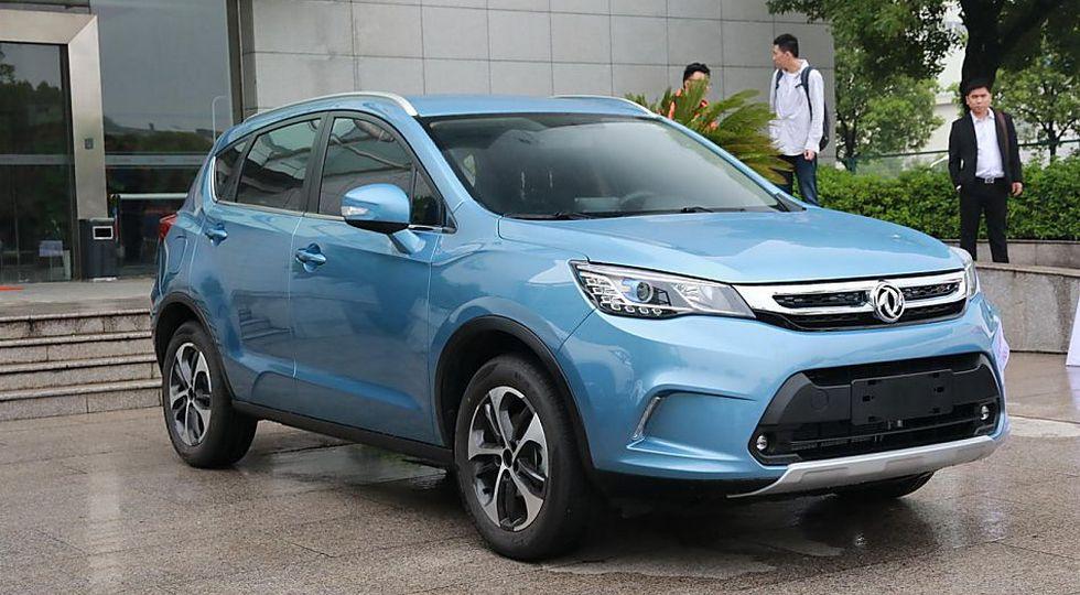 Китайцы опубликовали фото компакт-кросса Dongfeng AX5, который привезут в Россию