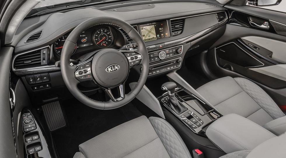 Новопоколенный седан Kia Cadenza стоит дешевле своего предшественника
