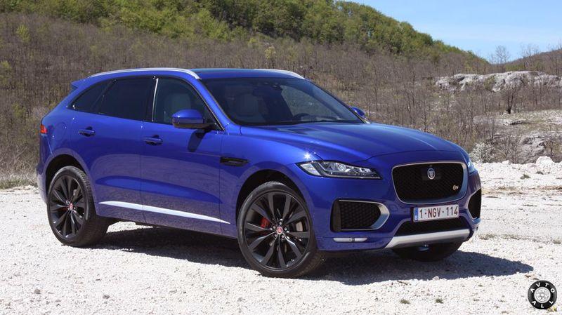 Jaguar F-Pace синий