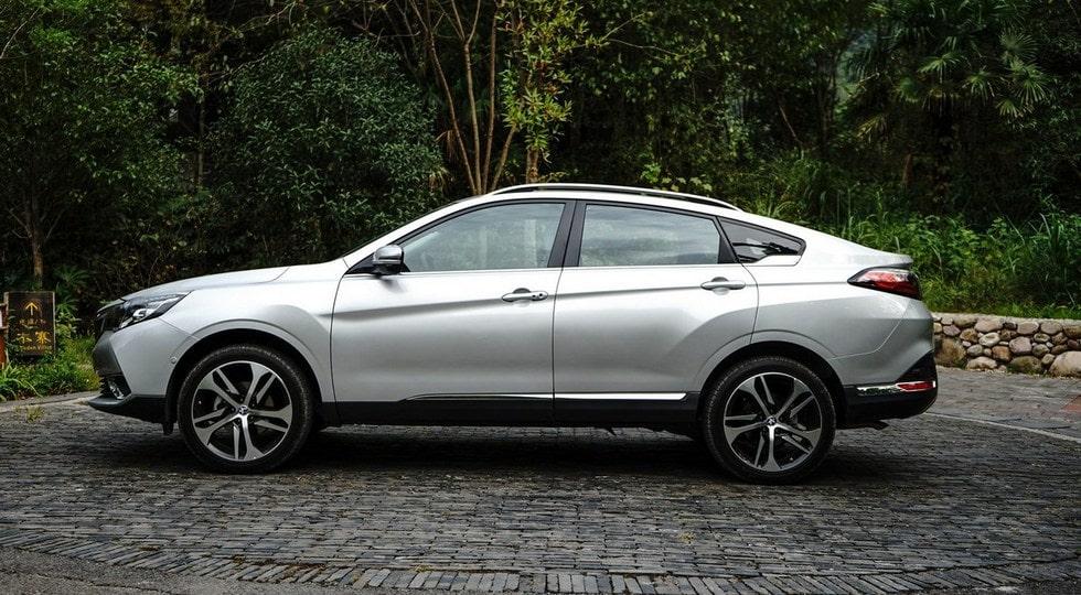 Результатом сотворчества Nissan и Dongfeng стал кросс-купе Venucia T90