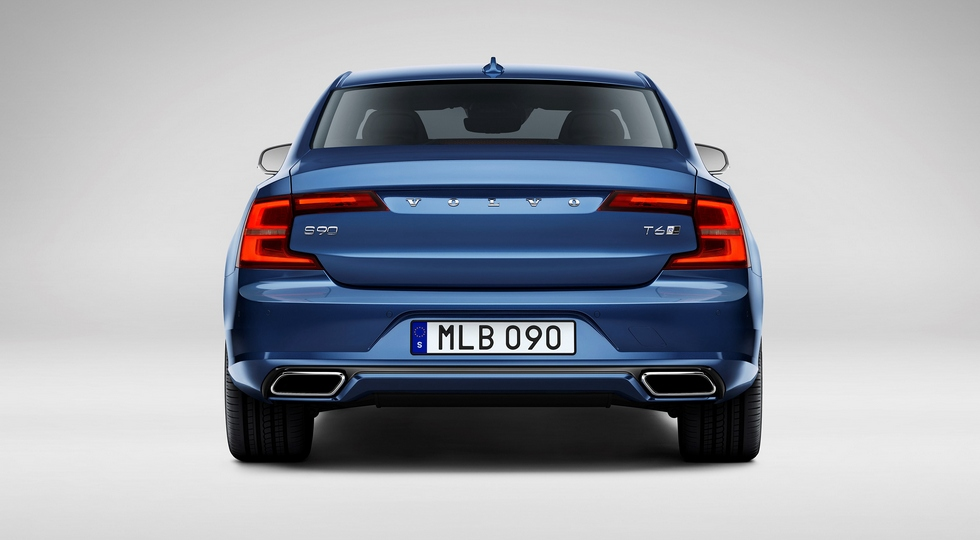 """Флагманскую """"четырехдверку"""" Volvo S90 R-Design уже можно заказывать у российских дилеров"""