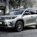 Дилеры озвучили рублевые ценники на обновленный внедорожник Тойота Хайлендер
