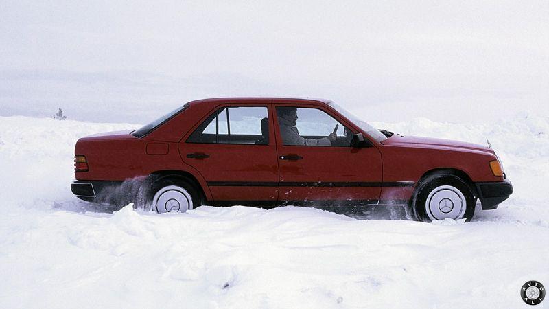 Mercedes-Benz W124 зимой