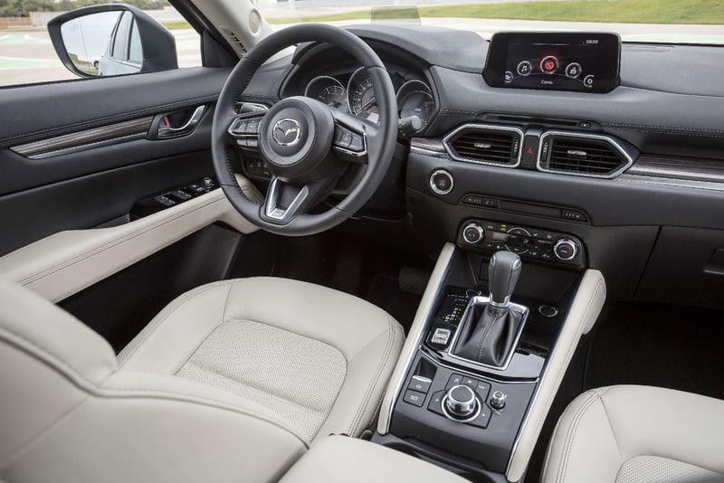 Салон Mazda CX-5 второго поколения