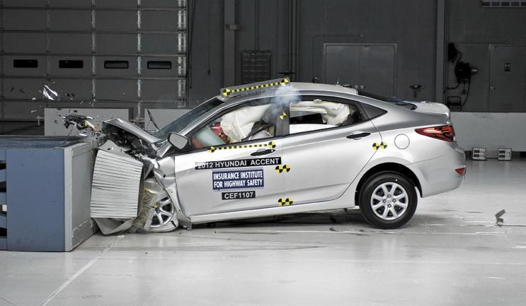 краш-тест Нового автомобиля Hyundai Solaris
