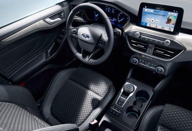 Центральная панель и консоль Форд Фокус 4