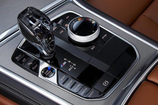 Интерьер BMW X8