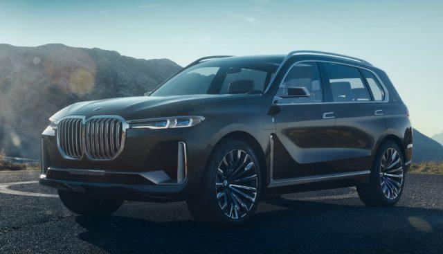 Сравнительное фото BMW X8 и BMW X7