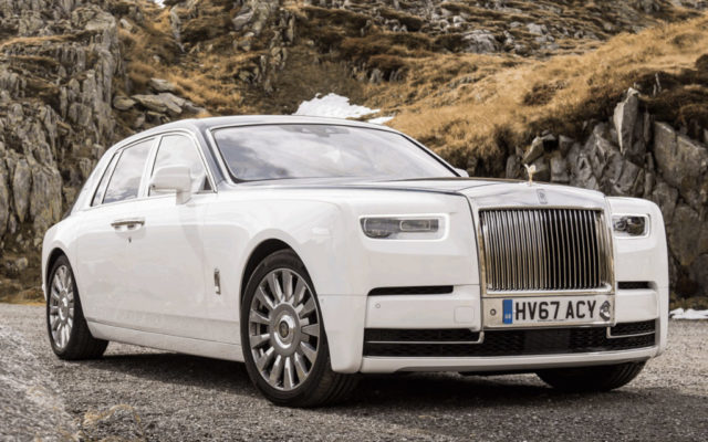 Rolls Royce Phantom vs Aurus Senat