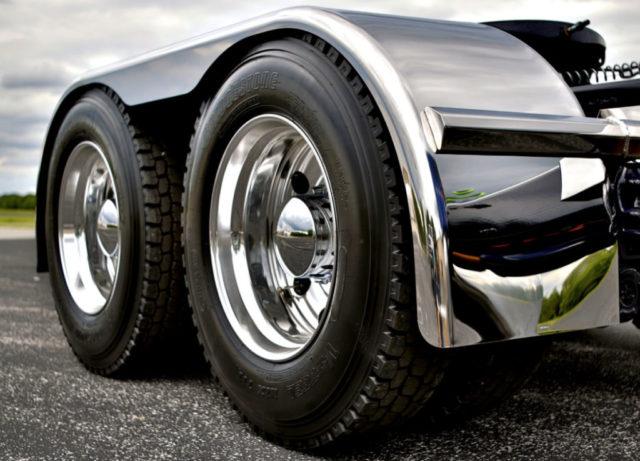 Износ шин грузового транспорта: причины, ремонт, монтаж