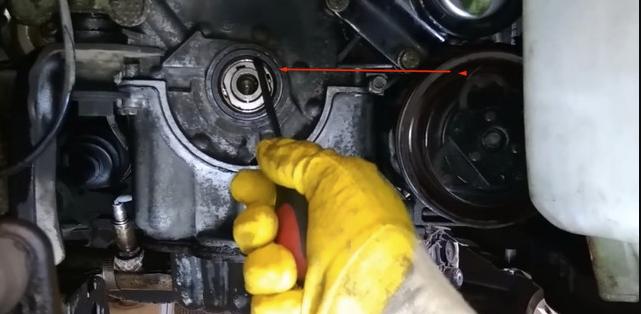 Замена переднего сальника коленвала Nissan Micra (K12)
